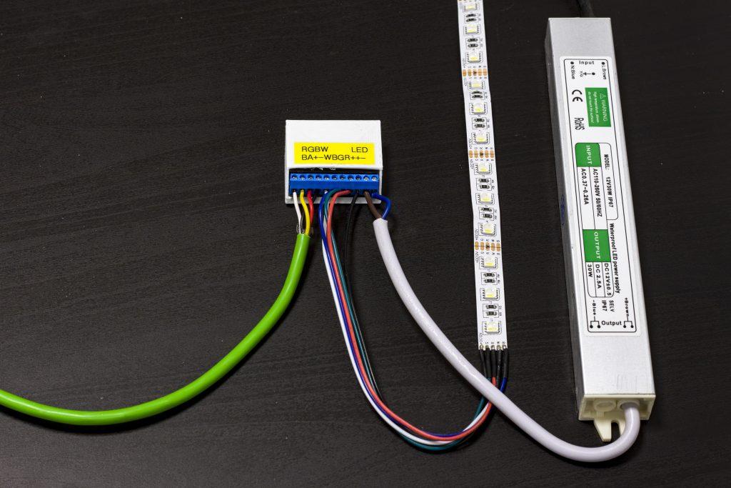 Podłączanie zasilacza LED do modułu RGBW