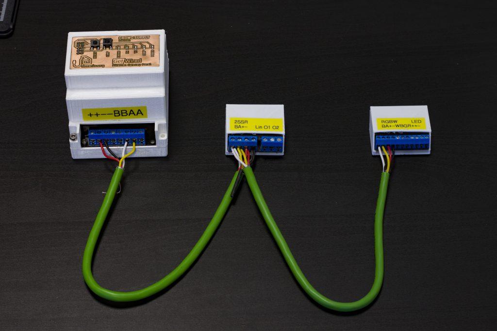 Moduły zestawu podstawowego połączone z Gateway'em